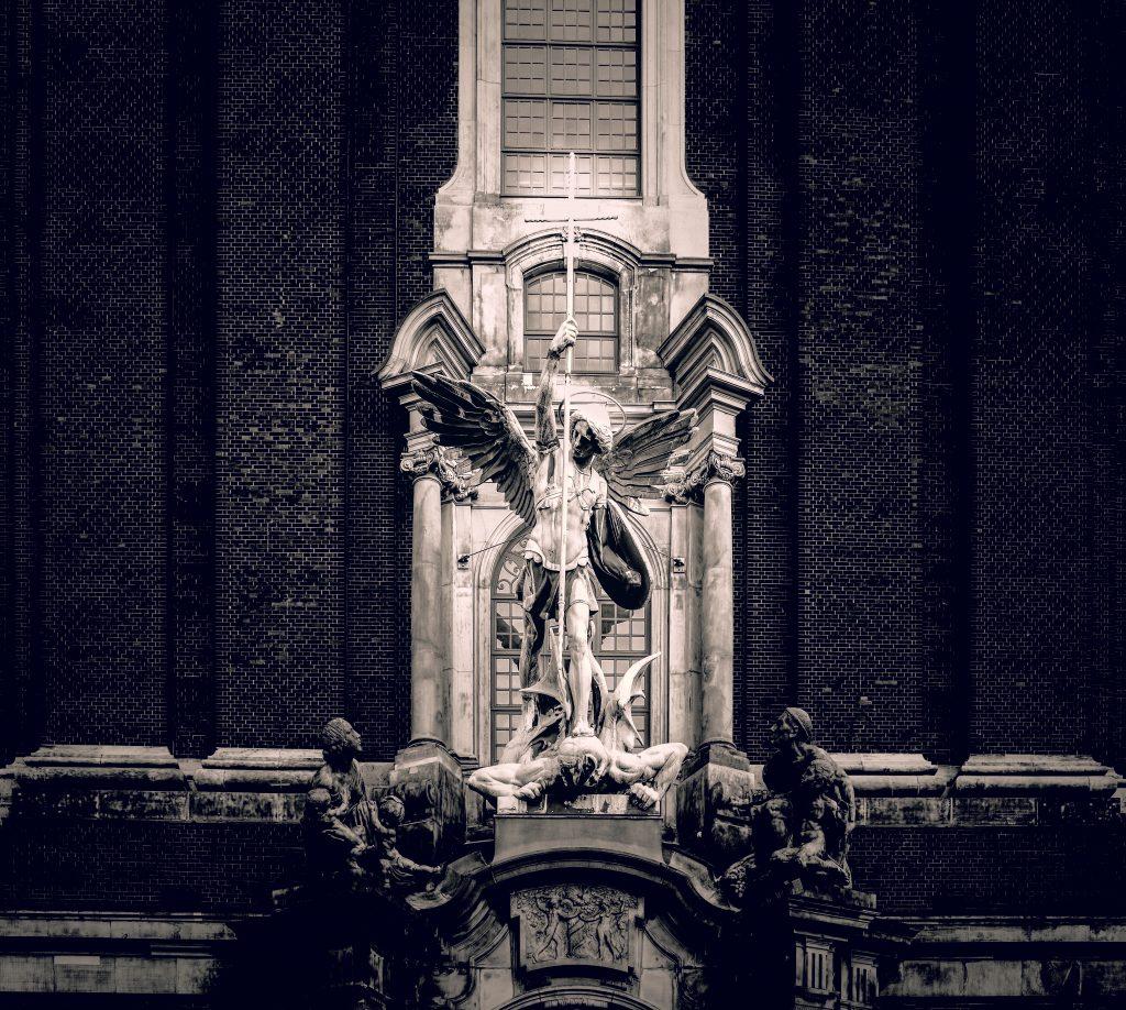 Der Erzengel Michael an der St. Michaelis Kirche in Hamburg