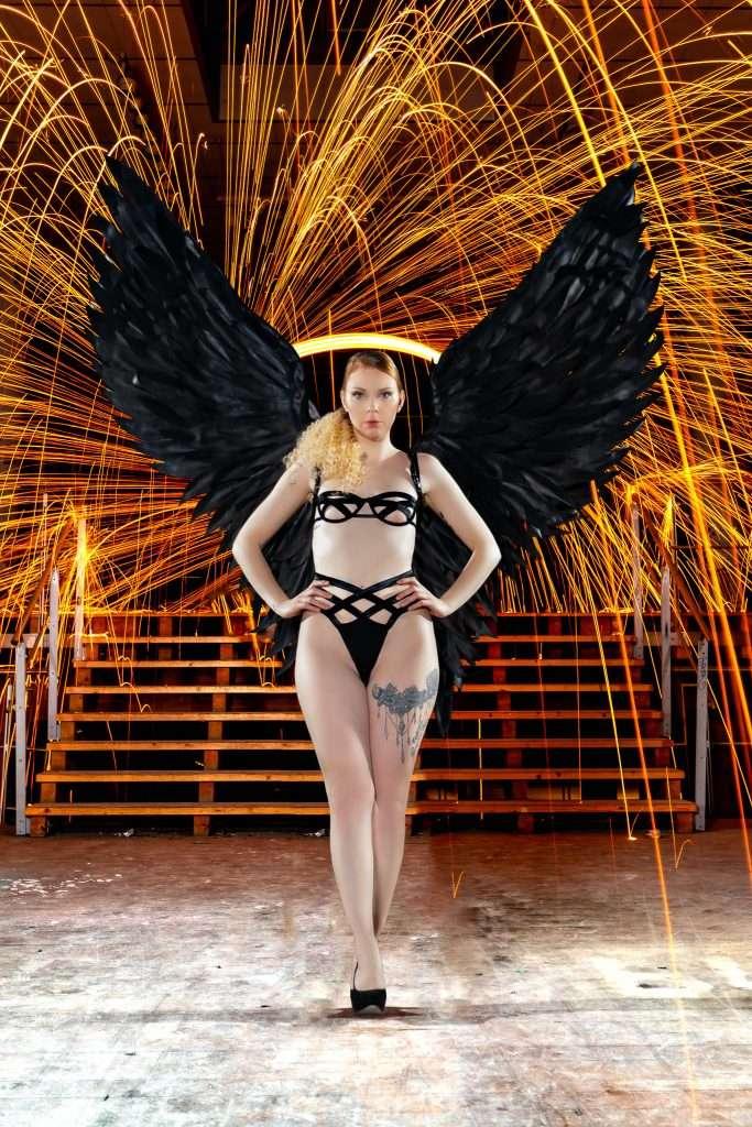 Saskia Black Angel Shooting am Expo Gelände